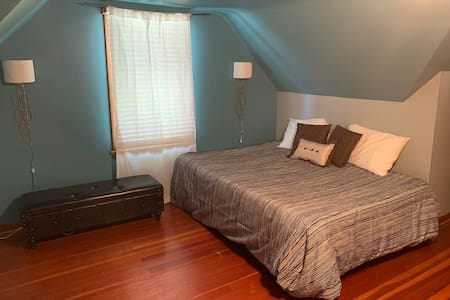 Centrally Located to downtown Algona Room 2