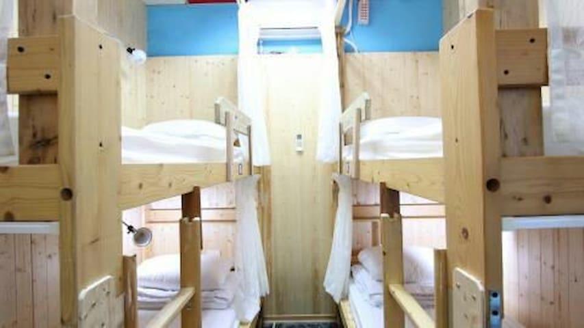 車城背包客棧單人床位上下舖(4人房)