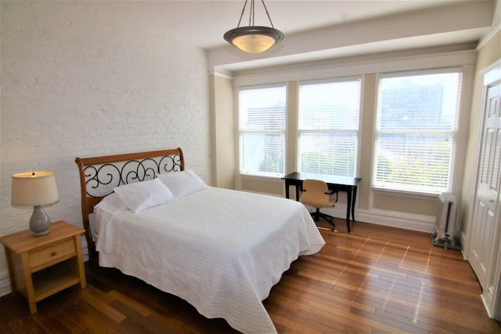 Bright & Lovely Remodeled 1x1 in Downtown SF