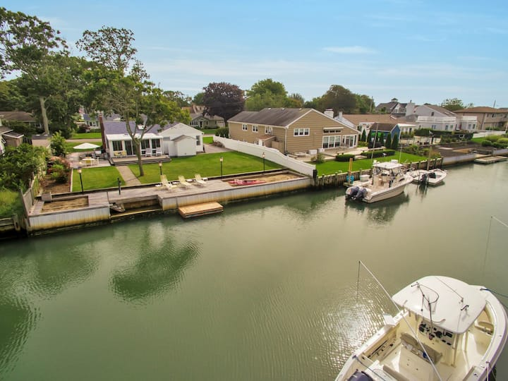 Hamptons Canal Front 3BDR-2BA House with boat dock