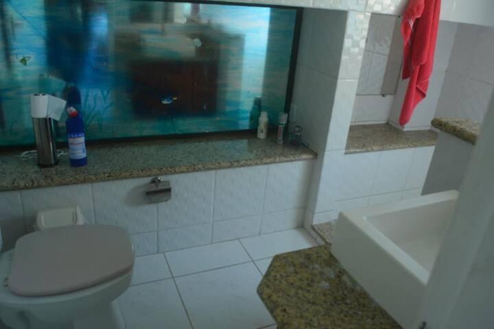 Banheiro terceira suíte.