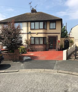 Great house close to everything - Rhyl - Hus
