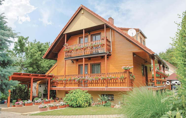 Holiday cottage with 3 bedrooms on 120m² in Siófok-Szabadifürdö