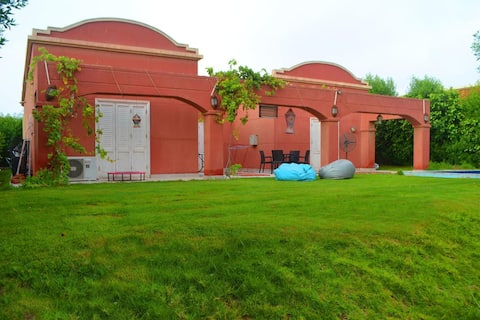 Stand-alon Villa with private pool and garden
