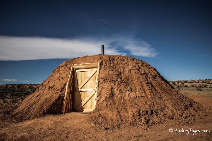 Hogan 2 Glamping on Navajoland - Page - Earth House