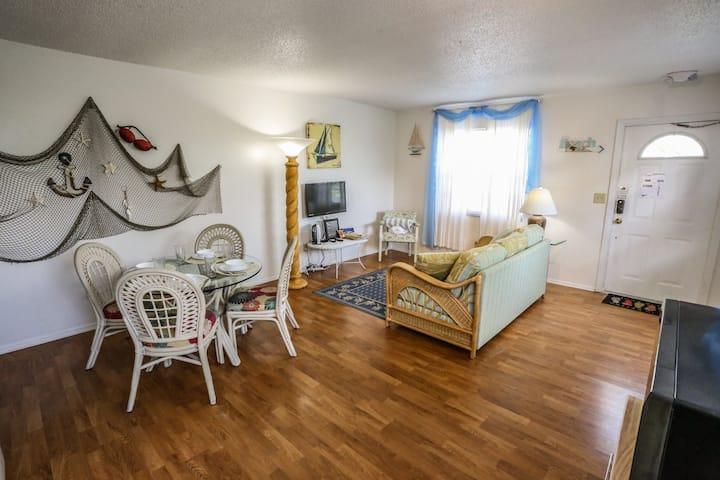 Captains Cabin is a one bedroom apartment at Iguana Mamas Beach House.