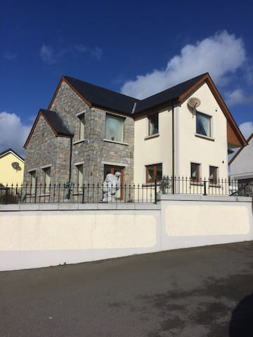 Large bedroom in modern, spacious house - Newry and Mourne - Dům