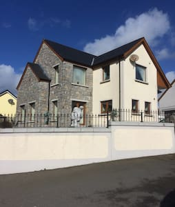 Large bedroom in modern, spacious house - Newry and Mourne - 独立屋