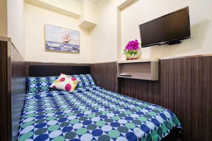 Little Double Room in Kowloon [2]