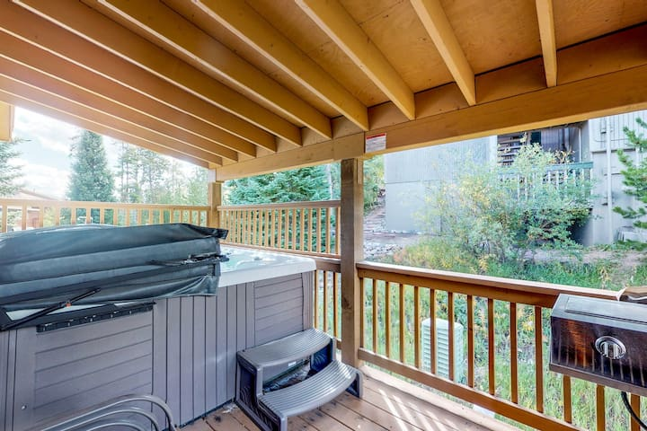 Mountain home w/ hot tub, grill, garage & views - close to trails, 2 dogs OK!