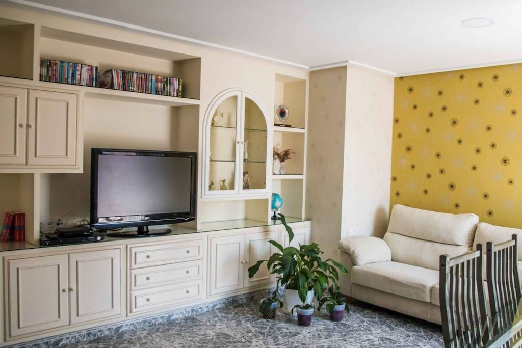 Living room (cable TV/DVD)