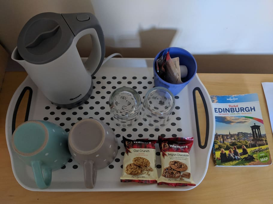 Hot drinks, biscuits and guidebook in the room