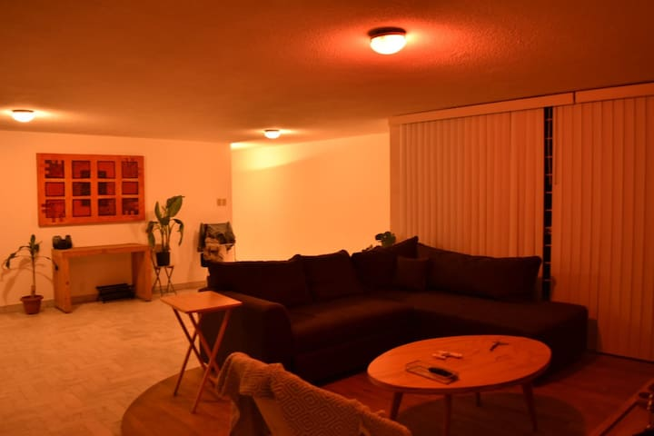 Práctica cómoda y bien ubicada habitación!