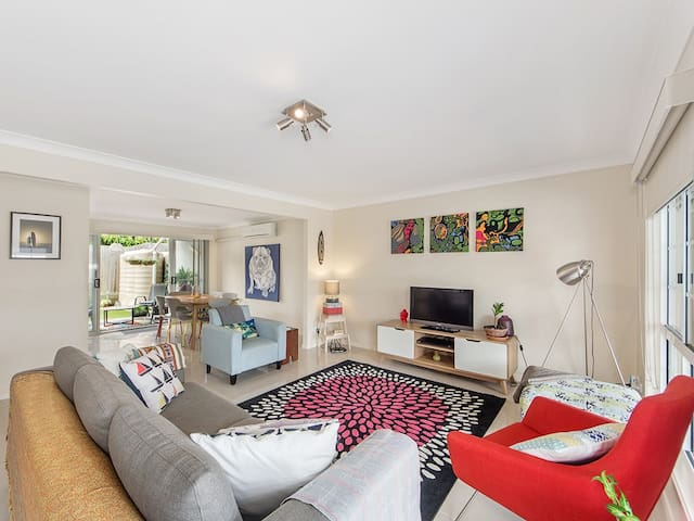 Luxury Stylish 3BDRM Home - Ipswich  - Townhouse
