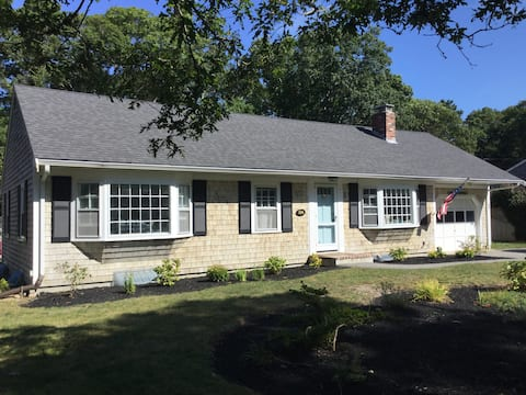Cape Cod 3 bedroom home 1 mile from the beach !