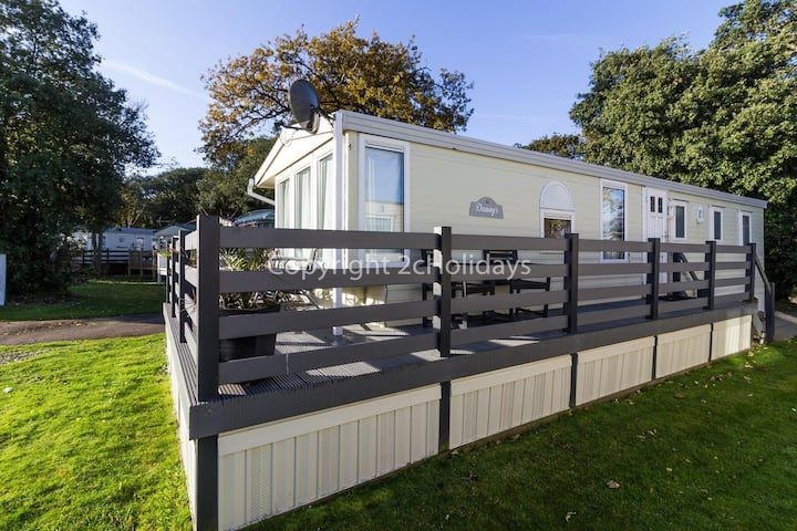 Dog friendly caravan for hire by a beautiful beach in Suffolk ref 32024AS