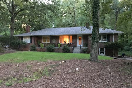Charming Brick Home in the Saluda River Woods - West Columbia - Dom