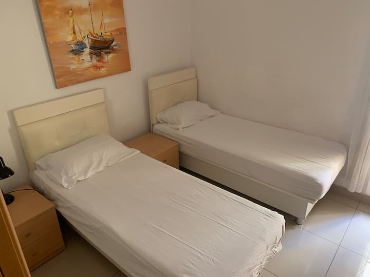 Steps away Seafront private single/double room