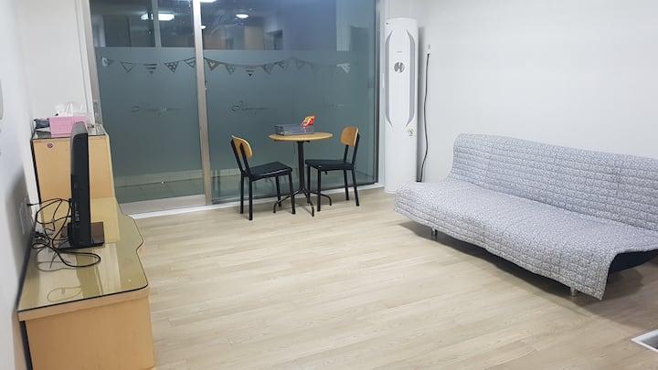 현대네 집(전체)-거실1,방3,욕실1/24평 (3 ROOM)/셀프체크인