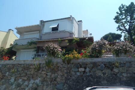 Deniz Manzaralı, Bahçeli Villa