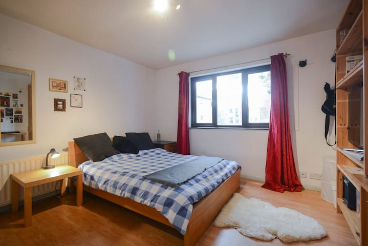 Large and bright double in friendly shared house