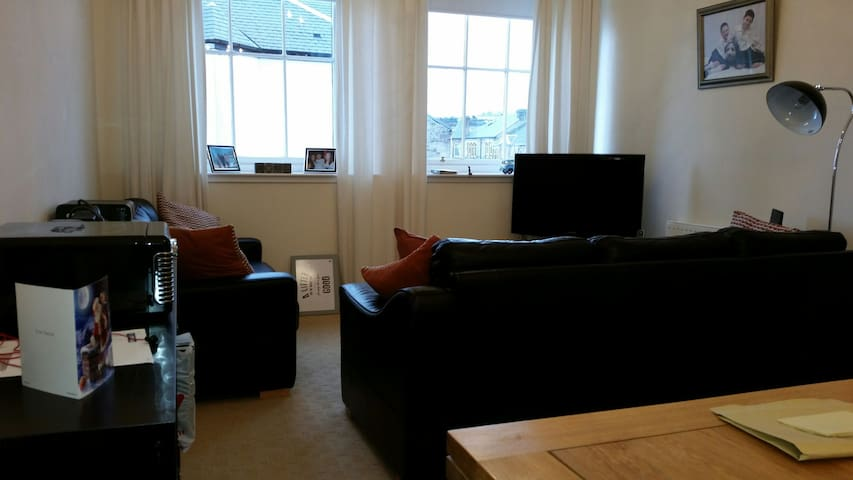 2 Bed flat with off street parking - Gourock - Apartment