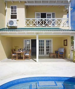 Ideal for Family & Friends, Short Stroll to the Beach, Beautiful Ocean Views, Swimming Pool - Weston