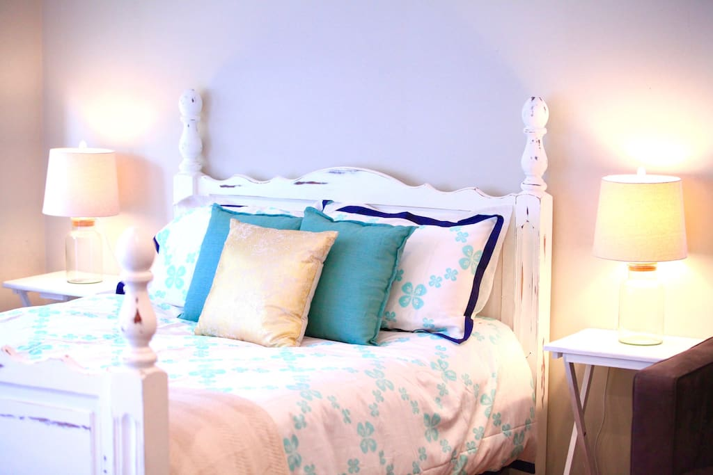 Peaceful, calm and serene, with deliciously crisp Royal Dalton bedding.