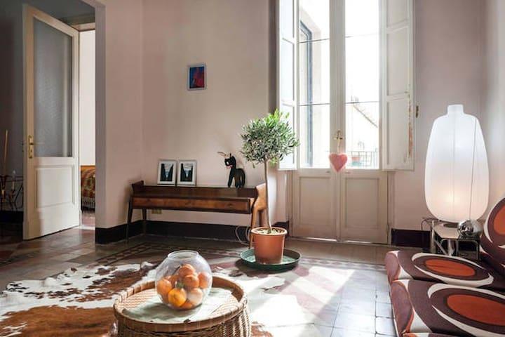 """room """"CASAHOMEart-studio"""" Centro - Catania"""