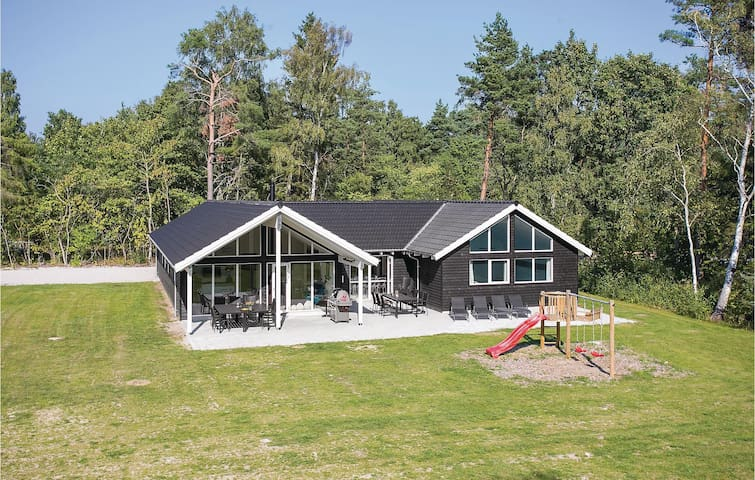 Holiday cottage with 8 bedrooms on 274m² in Frederiksværk