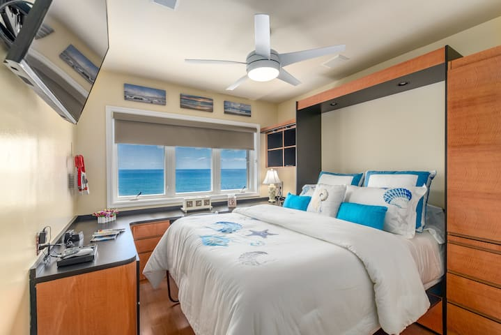 Oceanfront Queen bedroom/den  (great bedroom for anyone that needs to work during their vacation or getaway).