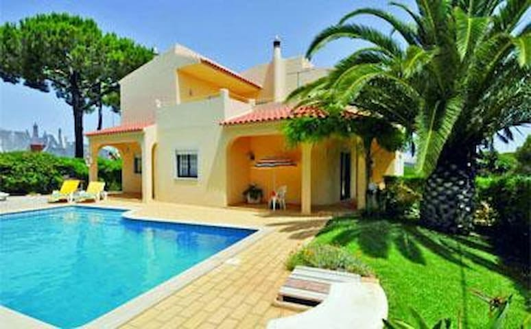 Casa Luis, 5 rooms, Vilamoura, Algarve