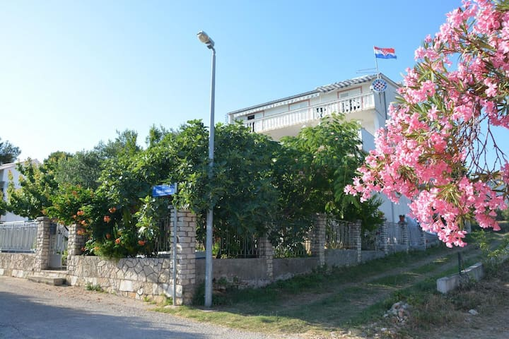 One bedroom apartment near beach Pirovac (Šibenik) (A-6447-c)