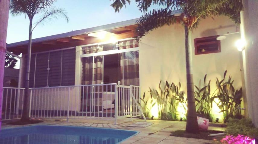 Casa completa: piscina/ar condicionado/sala com TV
