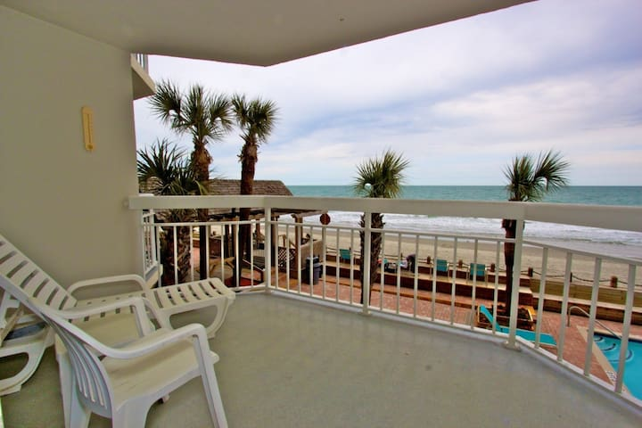 Recently Remodeled! 1st Floor Oceanfront, Indoor Pool & Hot Tub! - Garden City - Osakehuoneisto