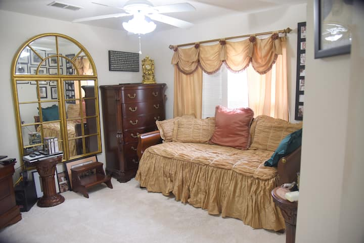 GORGEOUS PRIVATE ROOM 3 with WiFi