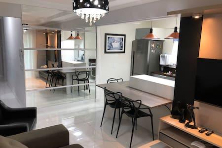 Apartamento alto padrão completo, 100m da praia.