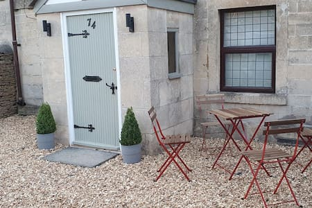 Quirky Cottage Corsham in the heart of Wiltshire