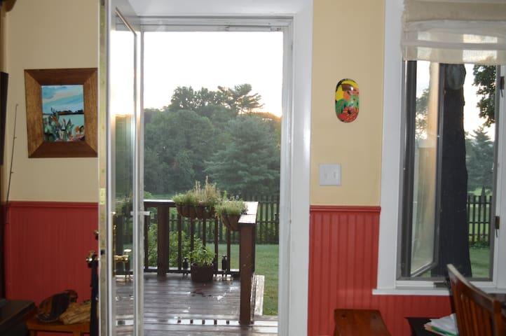 Sunny House on Gorgeous Spot above Fresh Pond - Cambridge - Apartment