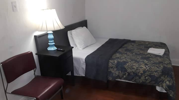 Cozy Private Room1/Parking/Smart TV/ Weekly $207