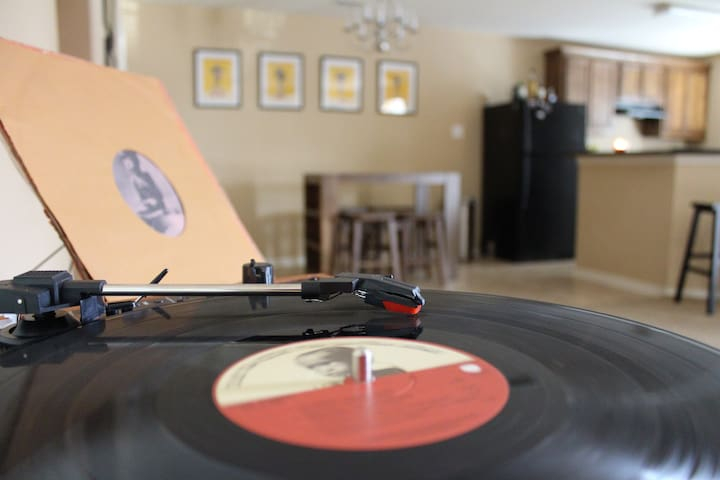 Record House Hostel Dallas // Room 1