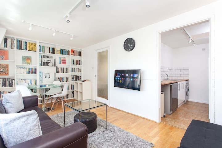 A Two Bedroom Apartment, Soho & Oxford Street :)
