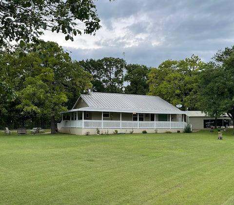 3 BR Cottage near Lake