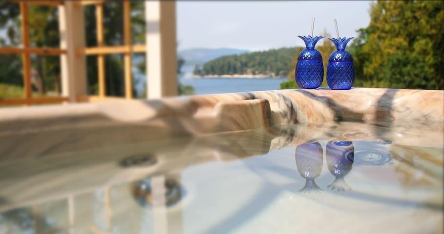 Coastal Wishes-Ocean View, Hot Tub, Luxury Suite