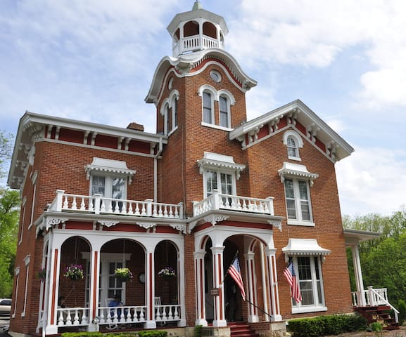 The Jewel of Galena - Bernadine's Stillman Inn - Galena - Bed & Breakfast