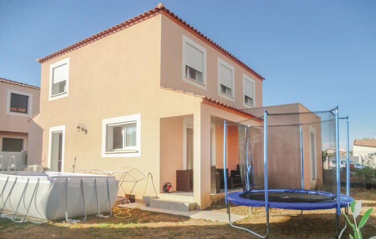 Semi-Detached with 5 bedrooms on 107 m²