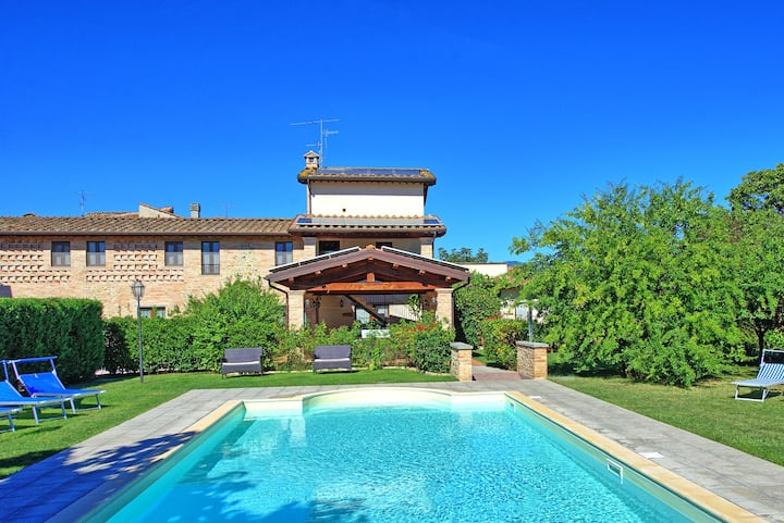 Casale Tiziano - Country Villa with swimming pool in Umbria