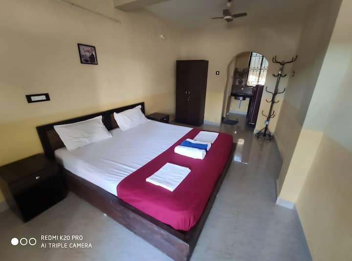 1 Bedrm with bath, kitchen, balcony,100 mtrs beach