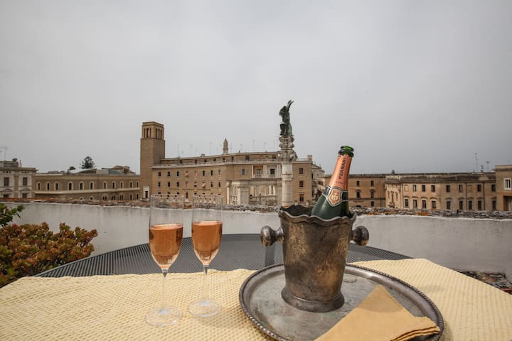 Penthouse with terrace on the main square