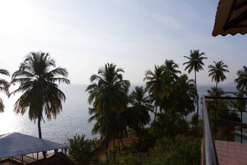 Villa tidina r107 with sea view bed and breakfasts for for Donasea villas 7